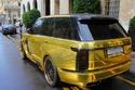 الرانج روفر الذهبية السعودية تخطف الأنظار بظهورها في دبي