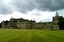 بالصور: أكبر منزل في بريطانيا..ضِعف حجم القصر الملكي وبه ألف موظف