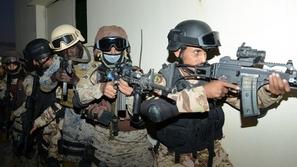 بالصور: تدريبات مشتركة بين القوات السعودية والفرنسية على تخليص الرهائن
