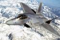 F-22 Raptor: تعدّ أقوى مقاتلة في العالم، وتستخدمها القوات الأمريكية، وهي من الجيل الخامس من المقاتلات، والتي تتميز بقدرة عالية في القتال والهجوم من أعلى ارتفاع