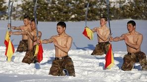 صور للتدريبات القاسية للجيش الصيني وسط الثلوج