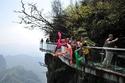 الصين تفتح أكبر ممر زجاجي في العالم.. شاهد الصور
