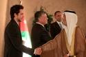 تعرف على الأمير حسين ولي عهد الأردن عبر أجمل صوره مع عائلته