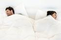 طريقة نوم الزوجين تكشف الكثير عن علاقتهما الزوجية.. شاهد الرسومات التوضيحية