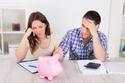 صرف الدخل الشهري كاملاً خلال الشهر وانتظار راتب الشهر القادم دون أي مبلغ إضافي
