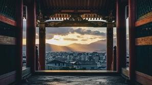 بالصور: الحياة اليومية في اليابان.. طبيعة أخاذة والتزام وتلقائية!