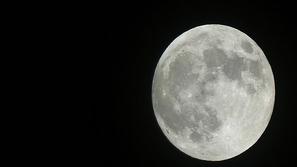 صور رائعة لمراحل خسوف القمر الدموي كاملة