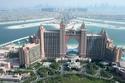 تعد دبي من الأماكن التي تجذب السياح من جميع أنحاء العالم ولكنها كدولة إسلامية تراعي توفير الخدمات السياحية الحلال في أماكن كثيرة بها