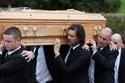 وفاة صديقة نجم الكوميديا جيم كاري وتحول ابتسامته إلى اكتئاب شديد
