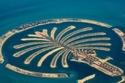 جزيرة النخيل في دبي تتكون من أرخبيل اصطناعي مكون من 300 جزيرة صغيرة وقد كلّف صناعة تلك الجزيرة 14 مليار دولار أمريكي