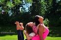 صور مدربة يوغا محترفة وطفلتها تغزوان الإنستغرام بحركاتهما المدهشة