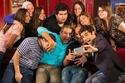 الإعلامي باسم يوسف مع فريق عمل برنامج البرنامج