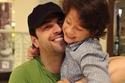 النجم تيم حسن مع ابنه ورد