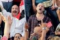 صورة تجمع الخالدين، خالد الصاوي وخالد صالح أثناء إحدى التظاهرات الشعبية في مصر