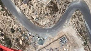بالفيديو: مراهقون يتسابقون لتسلق برج جوال في جازان السعودية