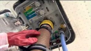 فيديو: كيف تتخلص الطائرات من فضلات مراحيضها؟
