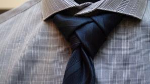 تعلم كيفية ربط ربطة العنق في 30 ثانية فقط وبدون مساعدة الآخرين