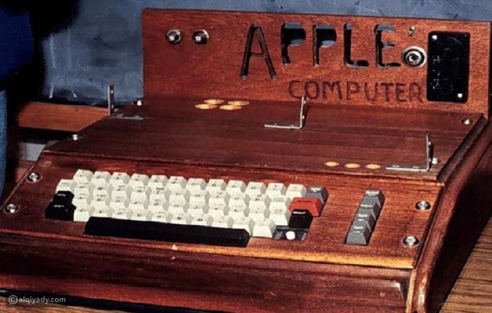 صور بيع أول كومبيوتر صنعه ستيف جوبز بـ365 ألف دولار