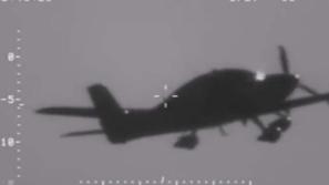 فيديو طيار ينجو من الموت بعد توقف محرك طائرته في السماء وسقوطها