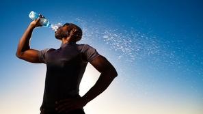 في فترة التخسيس.. كيف تتعامل مع تناول المياه؟