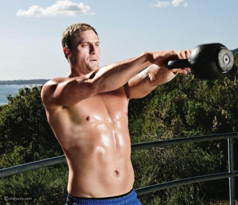 بالصور: أبرز تمارين الكرة الحديدية لحرق الدهون