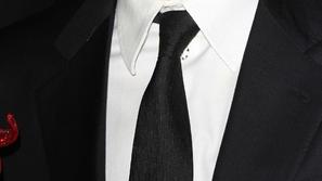 ربطة العنق... دليل أناقة الرجل