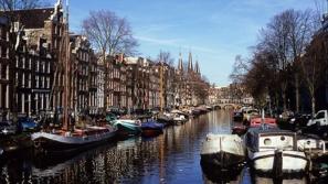 هولندا ... موطن القلاع والبحيرات وزهرة الزنبق