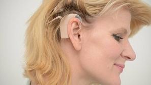 بالصور والفيديو ردة فعل امرأة صماء تسمع لأول مرة بعد 40 عاماً