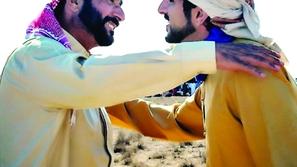 شاهد صور رحلة ولي عهد دبي البرية وآخرى تجمعه بوالده