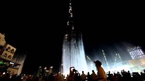 بالفيديو: رقص مذهل و بديع لنافورة دبي
